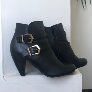 CHINESE LAUNDRY BUCKLE BOOTIES SZ 9